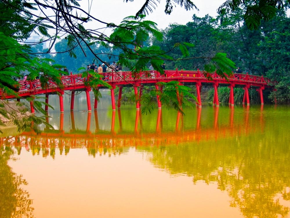 Hanoi - Ponte sul lago
