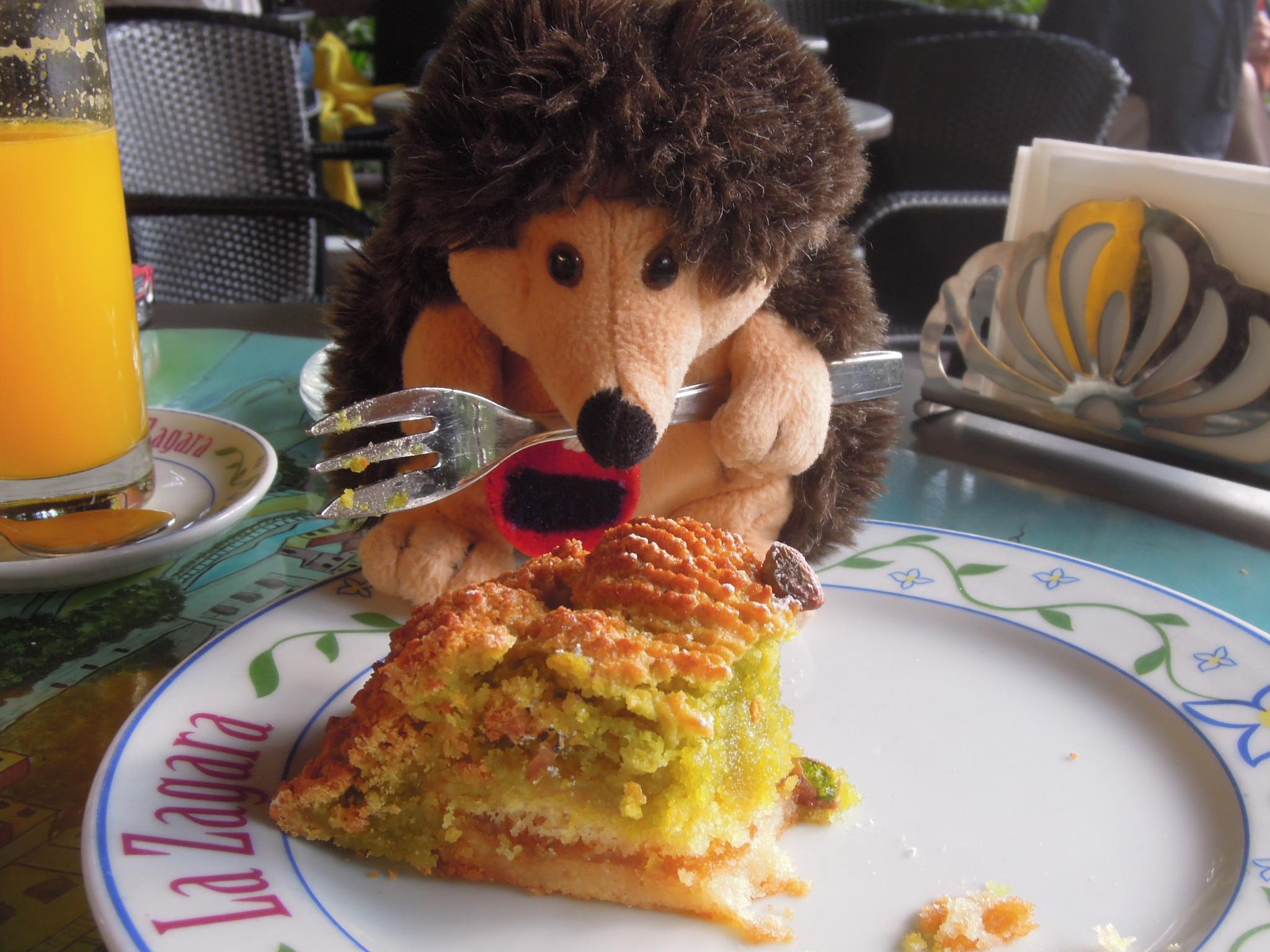 Torquato mangia la torta a Positano